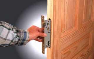 Как врезать накладной замок в деревянную дверь