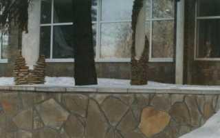 Отделка цоколя дома песчаником